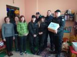 """Świąteczna """"niebieska paczka"""" od funkcjonariuszy KMP i klas policyjnych"""