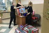 """Świąteczna """"niebieska paczka"""" od funkcjonariuszy i klas policyjnych"""