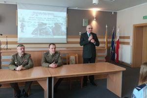 Czytaj więcej: Uczniowie klas policyjnych na spotkaniu z płk Kocanowskim